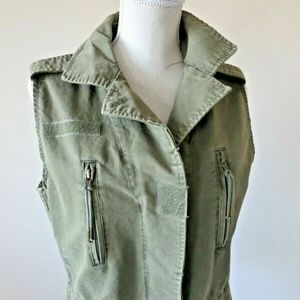Willow and Clay Women's Green zip up vest